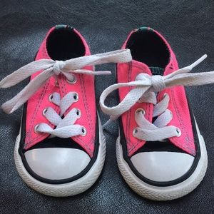 Toddler/baby hot pink converse sz 3